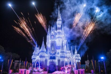"""A Frozen Holiday Wish"" show debuts at Walt Disney World Magic Kingdom"