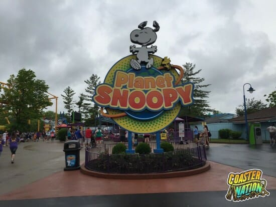 planet snoopy kings island sign