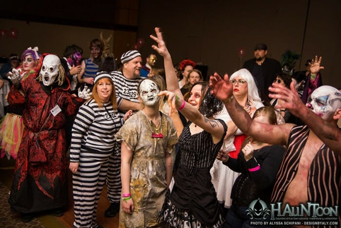 hauntcon-costume-ball-group-2